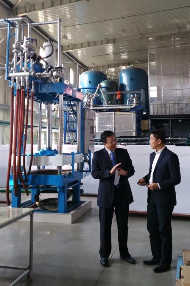 新加坡社会及家庭发展部长陈川仁拜访力登维沈阳工厂